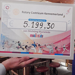 De-Rotary-Cheque-voor-Muziekids-featured