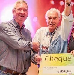 Kiwanis-cheque-voor-Muziekids-Studio-Almere