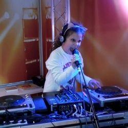Sophie-DJ-voor-Ali-B-profieltje