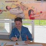 Roel tekent voor Muziekids Studio