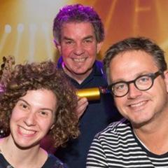 Guus-met-studioleiders-Christel-John